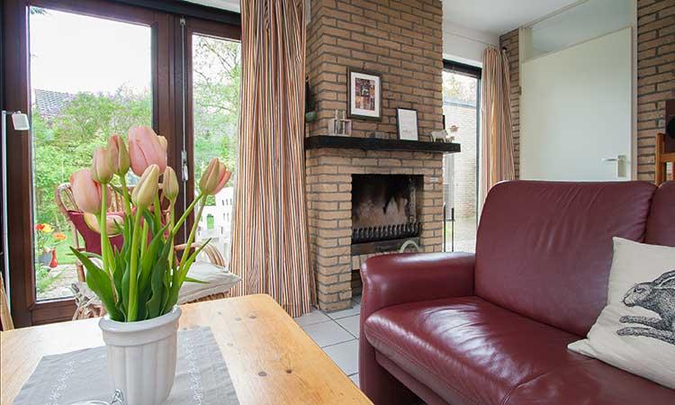 """liebevoll eingerichtetes ferienhaus """"klinkerwand 73"""" auf texel, Wohnzimmer"""